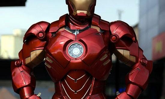Iron Man by Mark Pearson - Traje de Iron Man, confeccionado con carton y fibra de vidrio (increible)